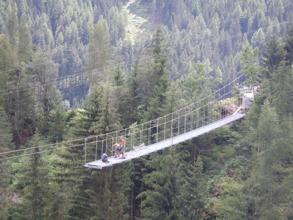 Hängebrücke Abwasserleitung Pill