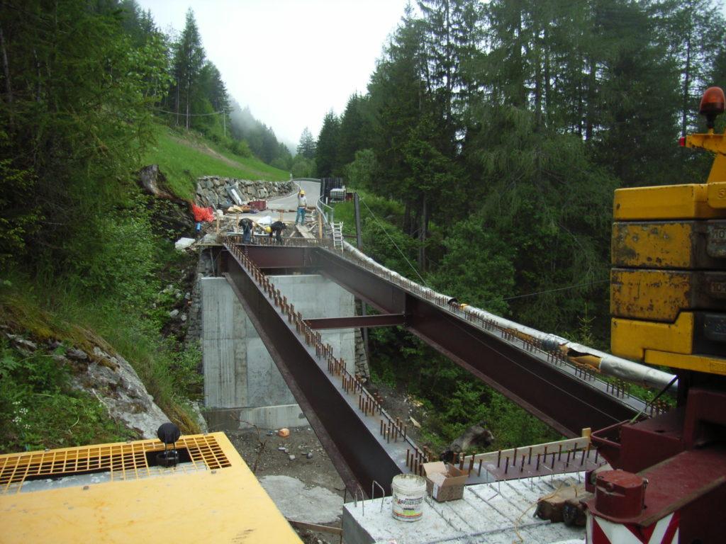Montage der Brückenträger an der Vormazonbrücke